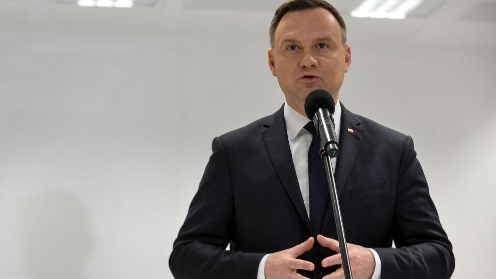 Polski autobus zniszczony pod Lwowem. Kijów: ktoś chce zerwać wizytę prezydenta Dudy
