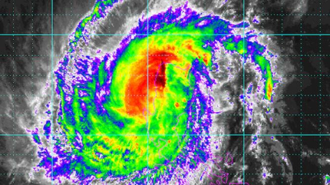 Potężny tajfun Yutu uderzył w Filipiny. <br />Wiatr osiąga prędkość 230 km/h