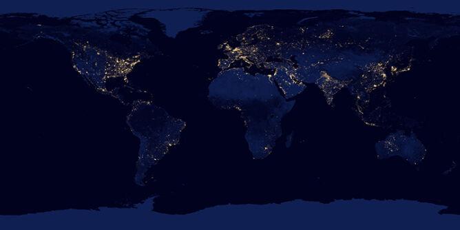 Kompilacja nocnych zdjęć wszystkich kontynentów (NASA Earth Observatory/NOAA NGDC)