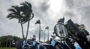 Eta dotarła do Florydy (PAP/EPA/CRISTOBAL HERRERA-ULASHKEVICH)