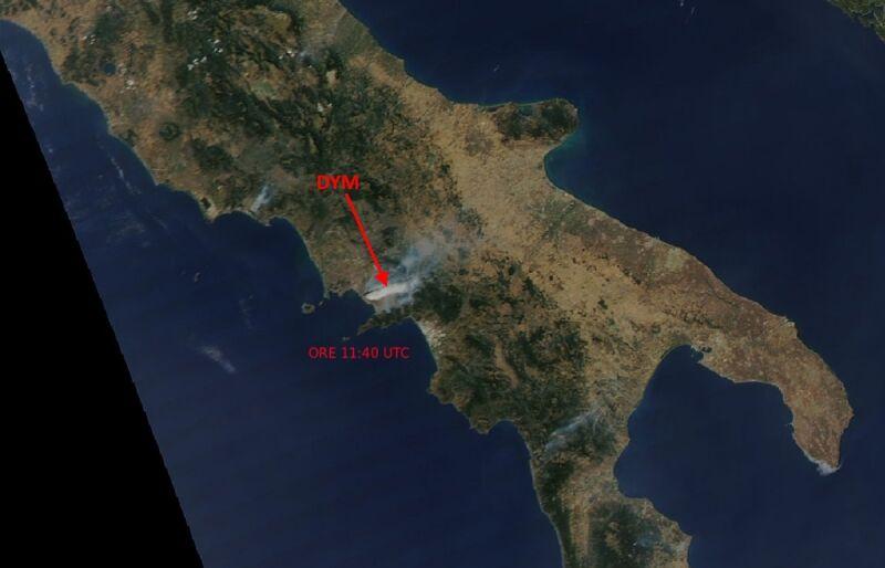 Zdjęcie satelitarne. Widoczny dym z pożaru na Wezuwiuszu.